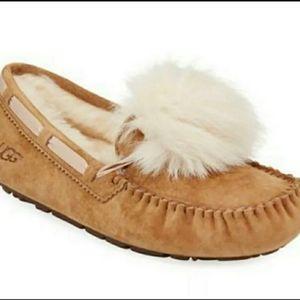 Dakota pom pom ugg slippers